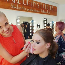 MakeupI hair styling service